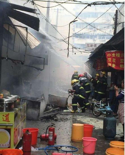 Wuhu, Chiny - Eksplozja butli z gazem zabiła co najmniej 17 osób w restauracji -2