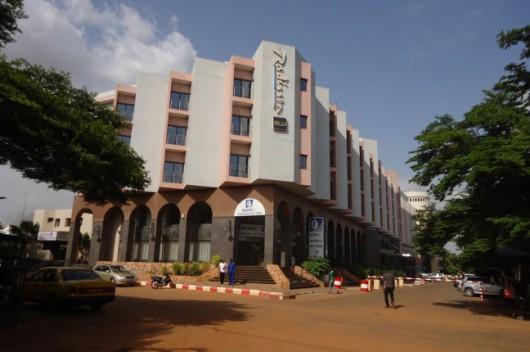 Bamako, Mali - Uzbrojeni napastnicy zajęli hotel Radisson ze 170 osobami -1