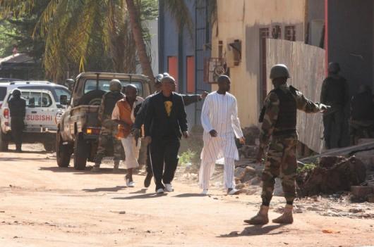 Bamako, Mali - Uzbrojeni napastnicy zajęli hotel Radisson ze 170 osobami -2