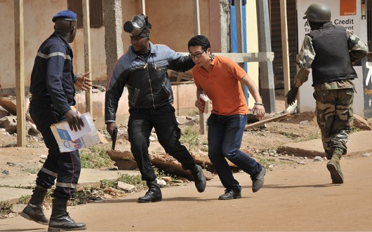 Bamako, Mali - Uzbrojeni napastnicy zajęli hotel Radisson ze 170 osobami -3