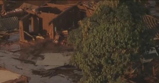 Bento Rodrigues, Brazylia - Puściła zapora górnicza i toksyczne odpady wraz z błotem zalały miasto -1
