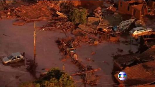 Bento Rodrigues, Brazylia - Puściła zapora górnicza i toksyczne odpady wraz z błotem zalały miasto -3
