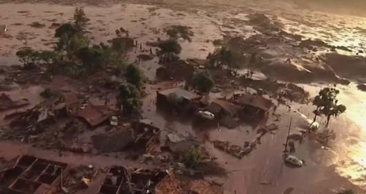 Bento Rodrigues, Brazylia - Puściła zapora górnicza i toksyczne odpady wraz z błotem zalały miasto -6