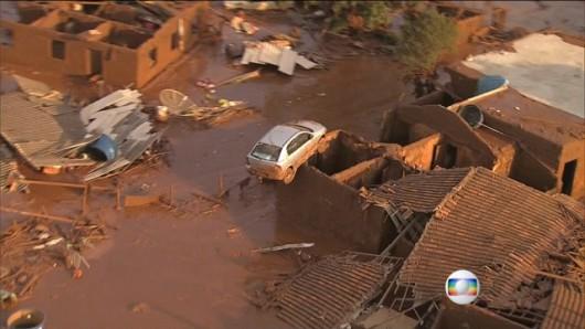 Bento Rodrigues, Brazylia - Puściła zapora górnicza i toksyczne odpady wraz z błotem zalały miasto -7