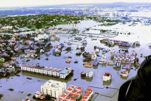 Indie - Przez powódź zginęło już 71 osób -1