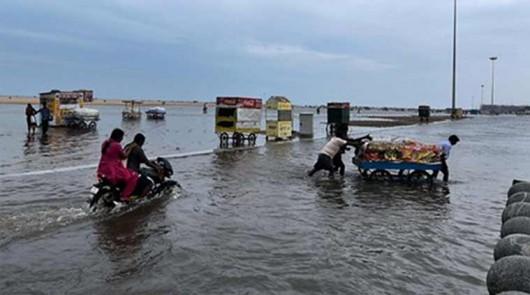 Indie - Przez powódź zginęło już 71 osób -2