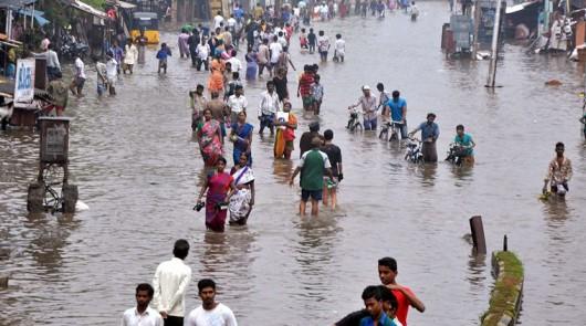 Indie - Przez powódź zginęło już 71 osób -5