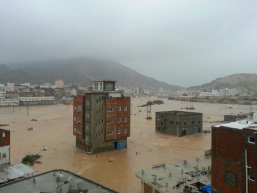 Jemen - Cyklon Chapala przyniósł tyle opadów deszczu, ile normalnie pada w ciągu 10 lat -12
