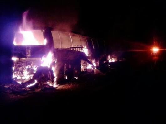 Meksyk - Zapalił się autobus po wypadku z samochodem osobowym, spaliły się 24 osoby, głównie studenci -3