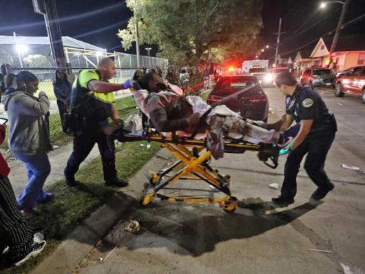 Nowy Orlean, USA - W parku rozrywki napastnicy zaczęli strzelać do ludzi, 16 osób rannych -1