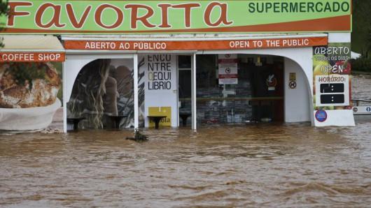 Portugalia - Ulewne deszcze i silny wiatr w prowincji Algarve -8