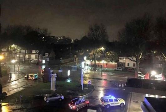 Roubaix, Francja - Uzbrojony mężczyzna wziął zakładników, słychać strzały, prawdopodobnie chodzi o napad rabunkowy