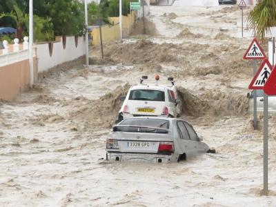 Walencja, Hiszpania - Drogi zamieniły się w rzeki w ciągu godziny spadło 50 lmkw -2