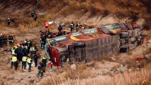 Argentyna - Autobus z funkcjonariuszami żandarmerii spadł z mostu -4