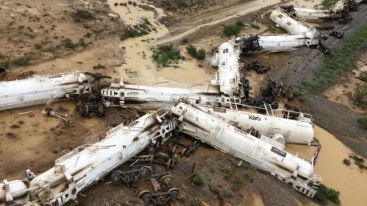 Australia - Wykoleił się pociąg przewożący 200 tysięcy litrów kwasu siarkowego -1