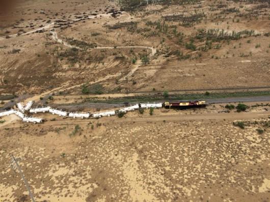 Australia - Wykoleił się pociąg przewożący 200 tysięcy litrów kwasu siarkowego -4