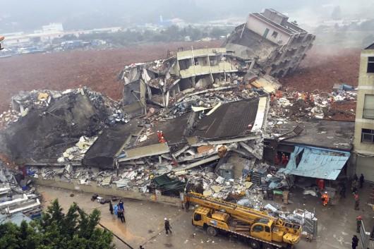 Chiny - Katastrofa w Shenzhen, osuwająca się ziemia zniszczyła 33 budynki