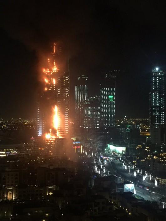 Dubaj, ZEA - Potężny pożar drapacza chmur -3