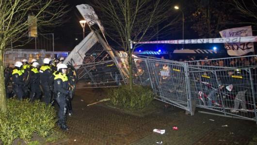 Holandia - Ludzie w Geldermalsen protestują przeciwko planom stworzenia w tym mieście ośrodka dla uchodźców -2