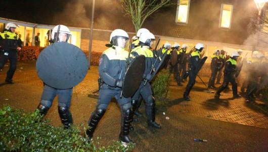 Holandia - Ludzie w Geldermalsen protestują przeciwko planom stworzenia w tym mieście ośrodka dla uchodźców