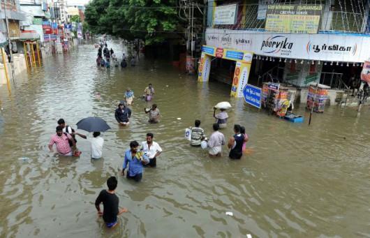Indie - 325 ofiar śmiertelnych ulewnych deszczy -8
