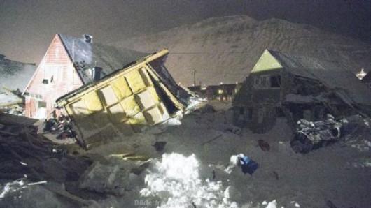 Svalbard, Norwegia - Lawina śnieżna zasypała 9 domów, jedna osoba zginęła 2