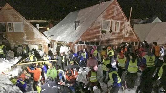 Svalbard, Norwegia - Lawina śnieżna zasypała 9 domów, jedna osoba zginęła