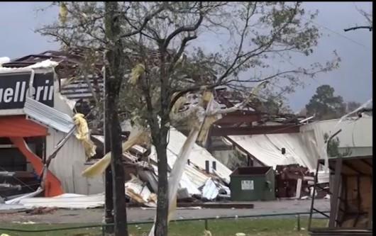 Tornado , zniszczenia w Willis