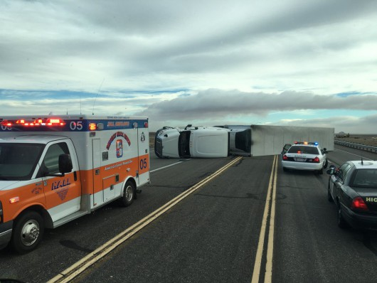 USA - Silny wiatr przewrócił 10 ciężarówek na pustyni Mojave -2