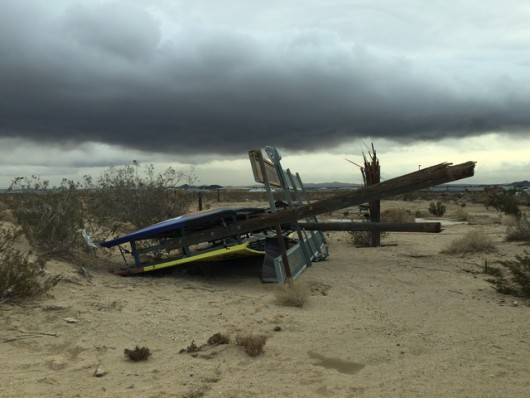USA - Silny wiatr przewrócił 10 ciężarówek na pustyni Mojave -5