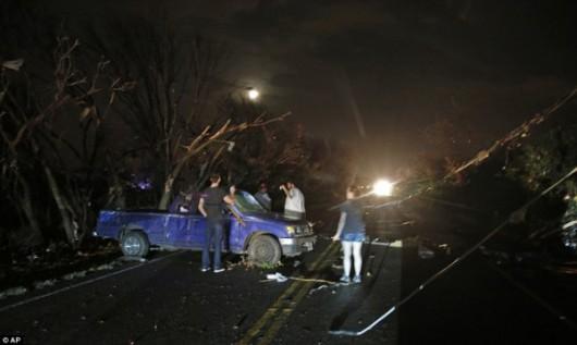 USA - Zimowe tornada i powodzie -3