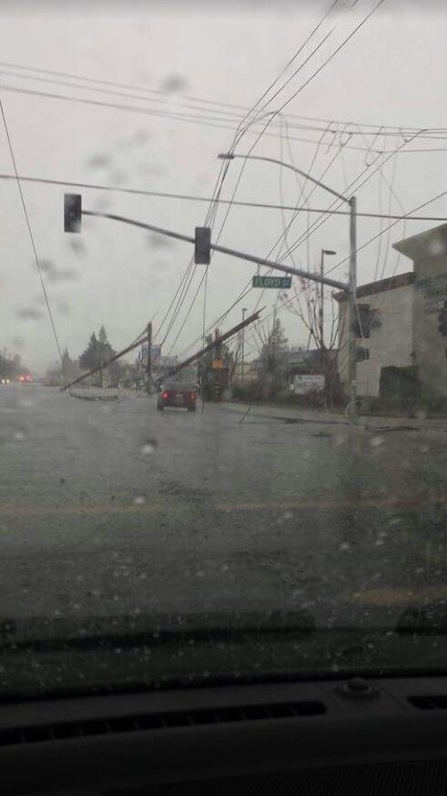 USA - Zimowe tornada i powodzie -4