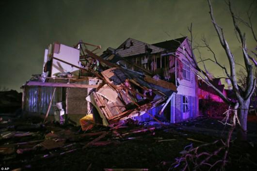 USA - Zimowe tornada i powodzie -5
