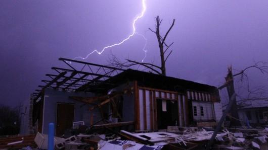 USA - Zimowe tornada i powodzie -6