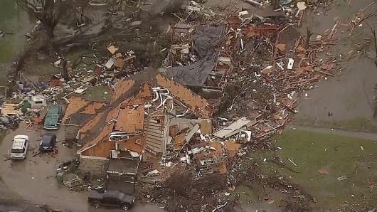 USA - Zimowe tornada i powodzie -7