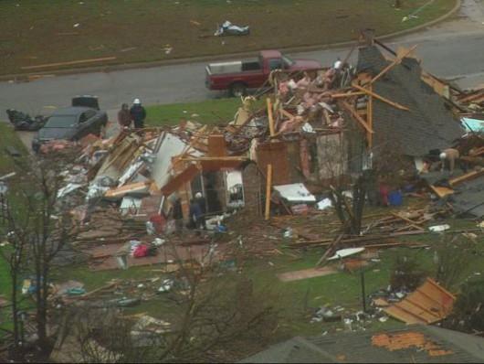 USA - Zimowe tornada i powodzie -8