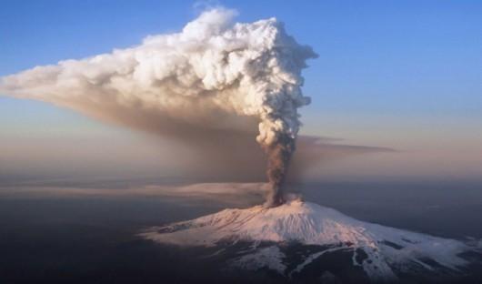 Włochy - Potężna erupcja wulkanu Etna -1