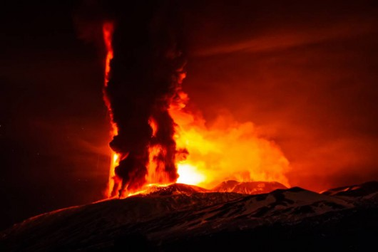 Włochy - Potężna erupcja wulkanu Etna -3