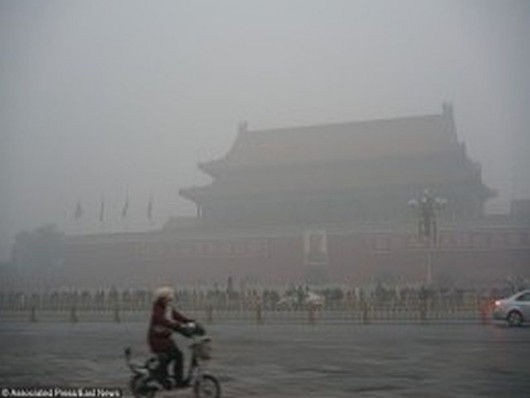 A cyclist rides past Tiananmen Square as a crowd of tourists visit the Tiananmen Rostrum in heavy smog in Beijing, China, 1 December 2015. Beijing was again engulfed in heavy smog on Monday (30 November 2015), sending air pollution readings soaring ahead of President Xi Jinping's address to the global climate change summit in Paris. Both the US embassy in Beijing and the municipal government said the air pollution in the capital was at hazardous levels, with the main pollutants in both cases PM2.5 particles, very fine pollutants that are especially harmful to human health. The municipal reading on Monday was roughly 40 per cent higher than that a day earlier. Persistent pollution prompted the authorities to issue the year's first orange pollution alert, the second highest in the four-tier system, on Sunday. The situation was expected to be compounded with traffic authorities forecasting major congestion on the roads partly due to the weather.