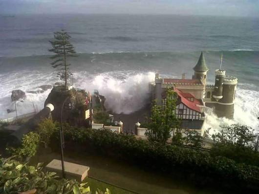 Chile - Potężne fale w nadmorskim kurorcie w Vina del Mar -4