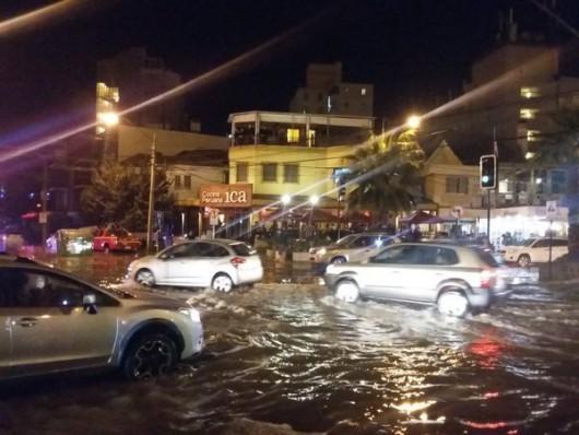 Chile - Potężne fale w nadmorskim kurorcie w Vina del Mar -5