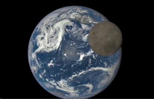Chińczycy planują zbadać ciemną stronę Księżyca Foto: YT
