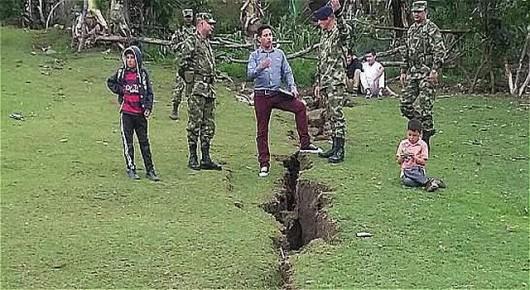 Gigantyczne pęknięcie ziemi w Aponte Kolumbia