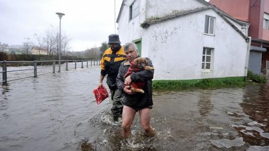 Hiszpania - Obfite opady deszczu w Galicji -2