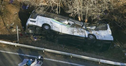Japonia - Autokar turystyczny wypadł z drogi w pobliżu ośrodka narciarskiego Karuizawa