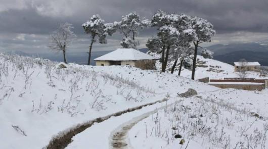 Metr śniegu w Tunezji i nadal pada -6