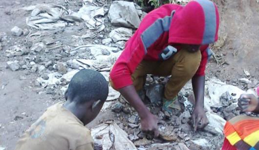 Nawet siedmioletnie dzieci wydobywają kobalt w małych kopalniach w Kongo za 2 dolary na dobę -3
