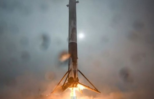 Nieudana próba lądowania rakiety Falcon