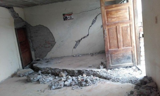 Uszkodzenia spowodowane pęknięciem ziemi