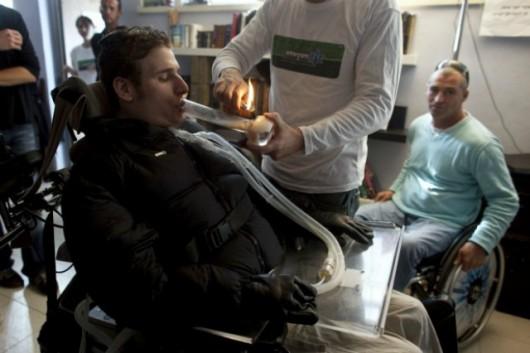 Pacjent przyjmujący medyczną marihuanę